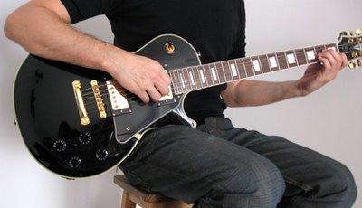 posicion del cuerpo y de las manos para tocar guitarra